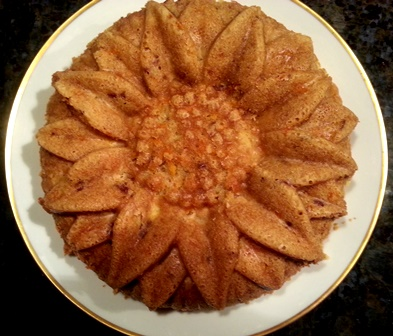 This sunflower bundt pan turns out a pretty cake
